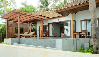 Beachfront Villa, 2 Bedrooms With Private Pool