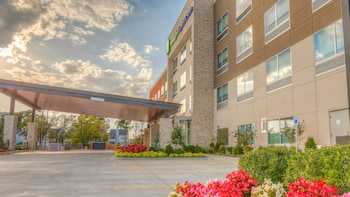 Hotel - Holiday Inn Express & Suites Tulsa Midtown