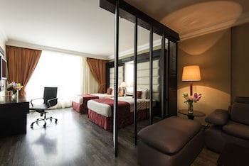 Deluxe Suite, 2 Twin Beds, Non Smoking