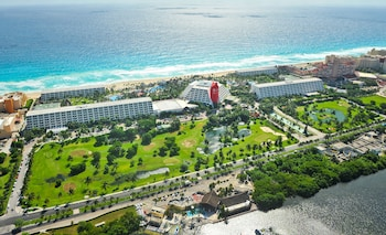 Hotel - The Pyramid at Grand Oasis - All Inclusive
