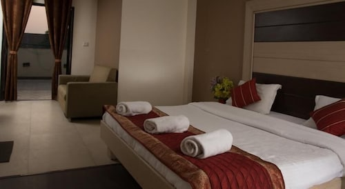Pacific Inn Huda City Centre Sec 41, Gurgaon