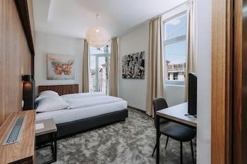 Standard Double Room, 1 Queen Bed, Balcony