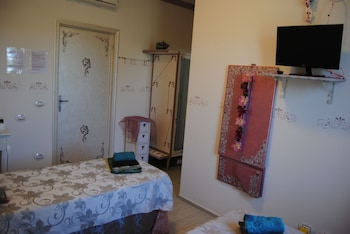 Economy Twin Room, Ensuite, Garden Area