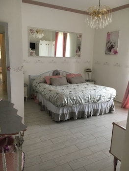 Exclusive Room, 1 King Bed, Ensuite, Garden Area
