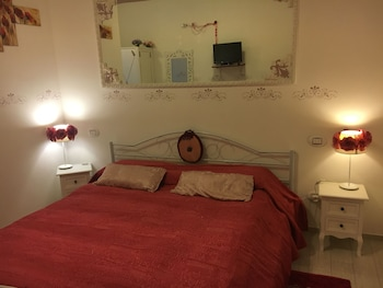Deluxe Room, 1 King Bed, Ensuite, Garden Area