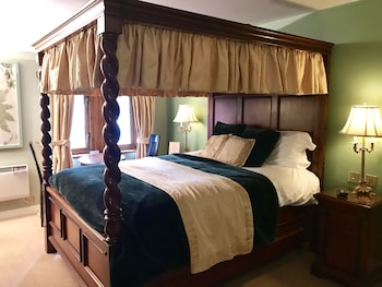 Four Poster Double Room