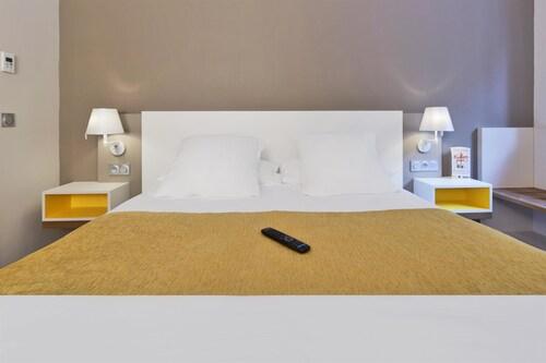 . Kyriad Prestige Pau - Zenith - Palais Des Sports