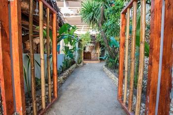 Bamboo Bungalows Boracay Interior Entrance