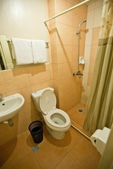 Travelbee Business Inn Cebu Bathroom