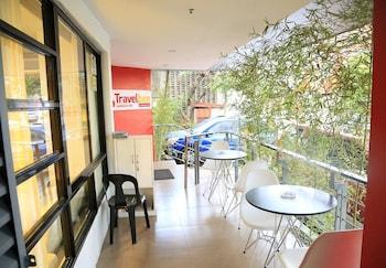 Travelbee Business Inn Cebu Porch