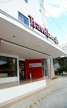 Travelbee Business Inn Cebu Hotel Entrance