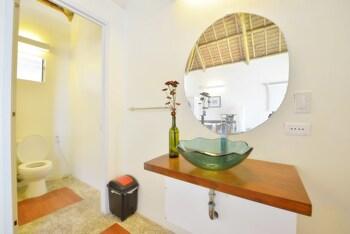 Hangin Kite Center & Resort Boracay Bathroom Sink