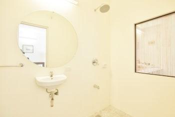 Hangin Kite Center & Resort Boracay Bathroom