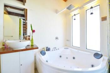 Hangin Kite Center & Resort Boracay Jetted Tub