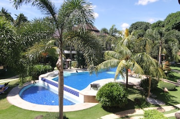 Vida Homes Condo Resort Dumaguete Outdoor Pool