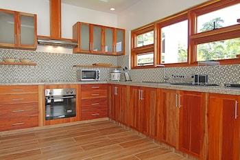 Vida Homes Condo Resort Dumaguete In-Room Kitchen