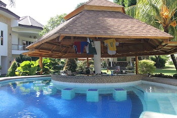 Vida Homes Condo Resort Dumaguete Poolside Bar