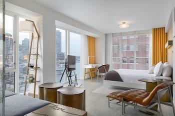 Junior Suite, 1 King Bed, No View, Corner