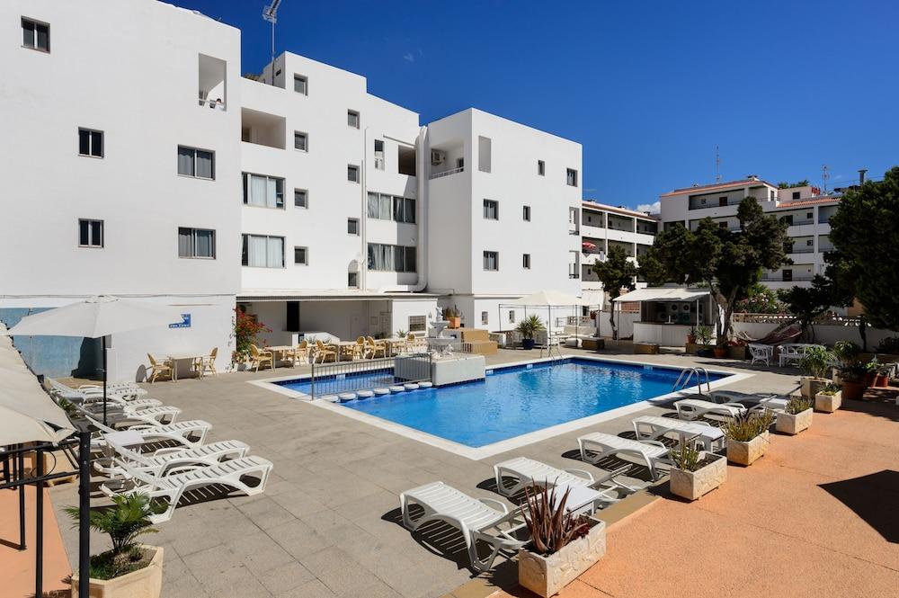 Apartamentos San Antonio Beach, Featured Image