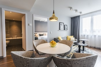 Executive Apartment, 1 King Bed, Kitchenette