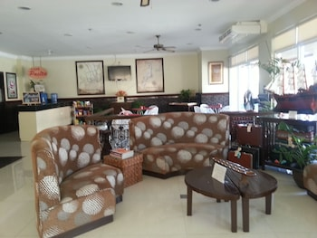 Crown Port View Hotel Cebu Lobby Sitting Area