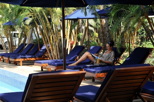 . Oasis Palms Hotel