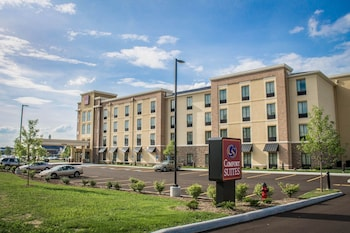 Akron Vacations - Comfort Suites - Property Image 1