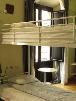 Shared Dormitory, Female Only, En-suite and Kitchenette Bathroom (6 people)