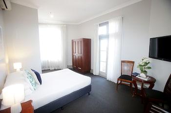 Guestroom at Hotel Bondi in Bondi Beach