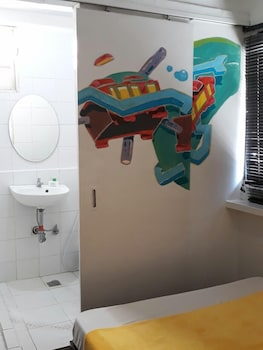 Lakbayan Makati Bathroom