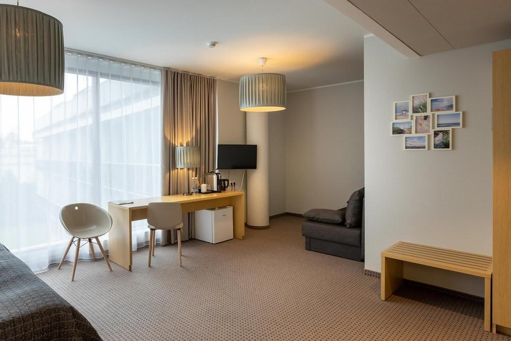 https://i.travelapi.com/hotels/12000000/11120000/11118200/11118187/2a78d6a9_z.jpg