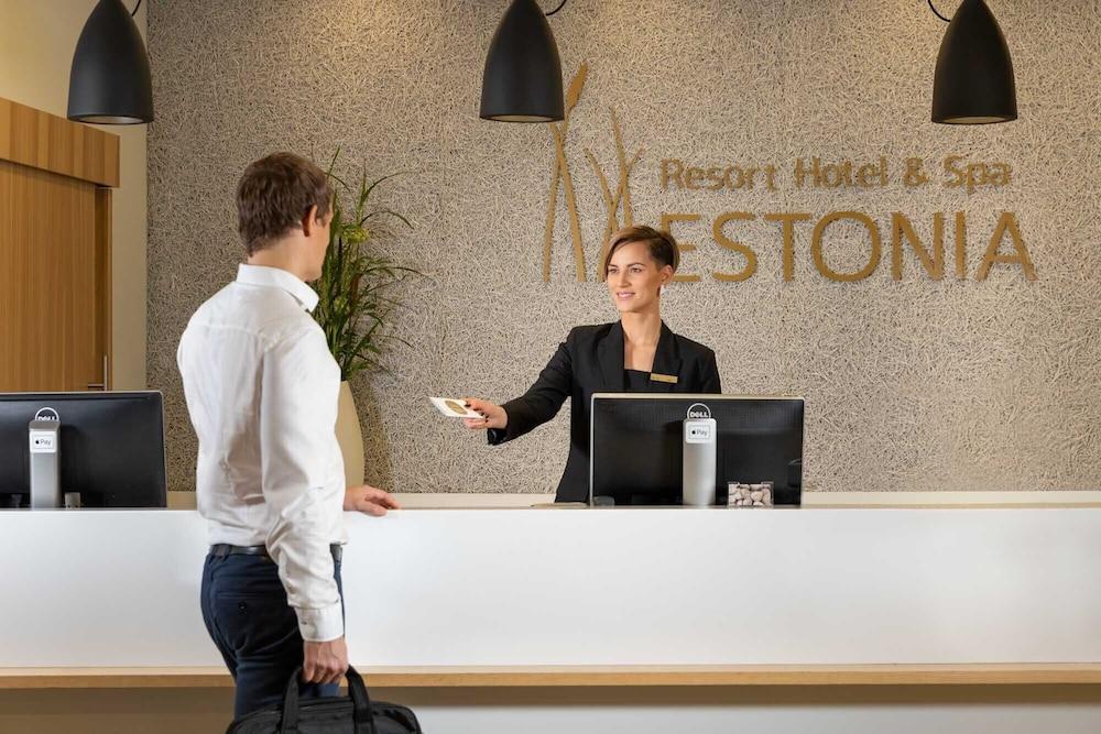 https://i.travelapi.com/hotels/12000000/11120000/11118200/11118187/2bc38511_z.jpg