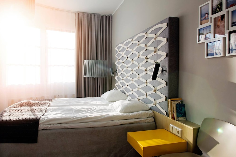 https://i.travelapi.com/hotels/12000000/11120000/11118200/11118187/64467904_z.jpg