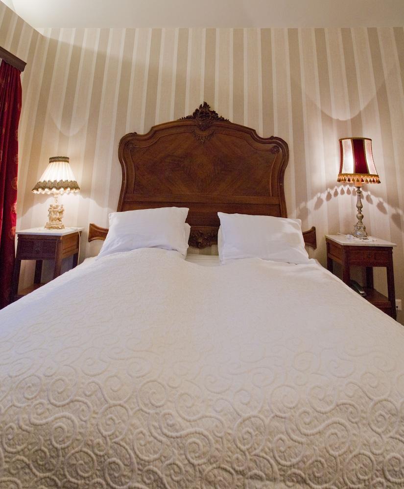 https://i.travelapi.com/hotels/12000000/11230000/11229000/11228931/9bb9e154_z.jpg