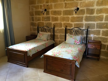Twin Room with bath, 2 Twin Beds