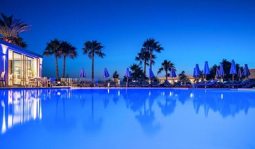 . Solimar Aquamarine Resort