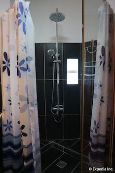 Jayjay's Club Boracay Bathroom Shower
