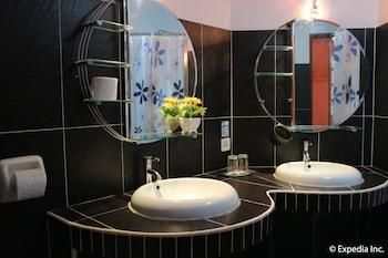 Jayjay's Club Boracay Bathroom Sink