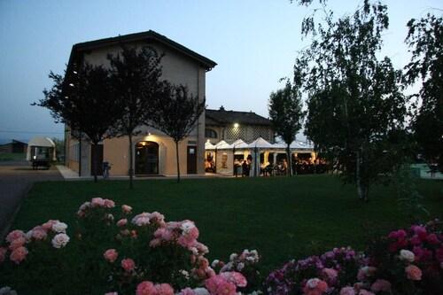 Ca' del Rio Resort, Modena