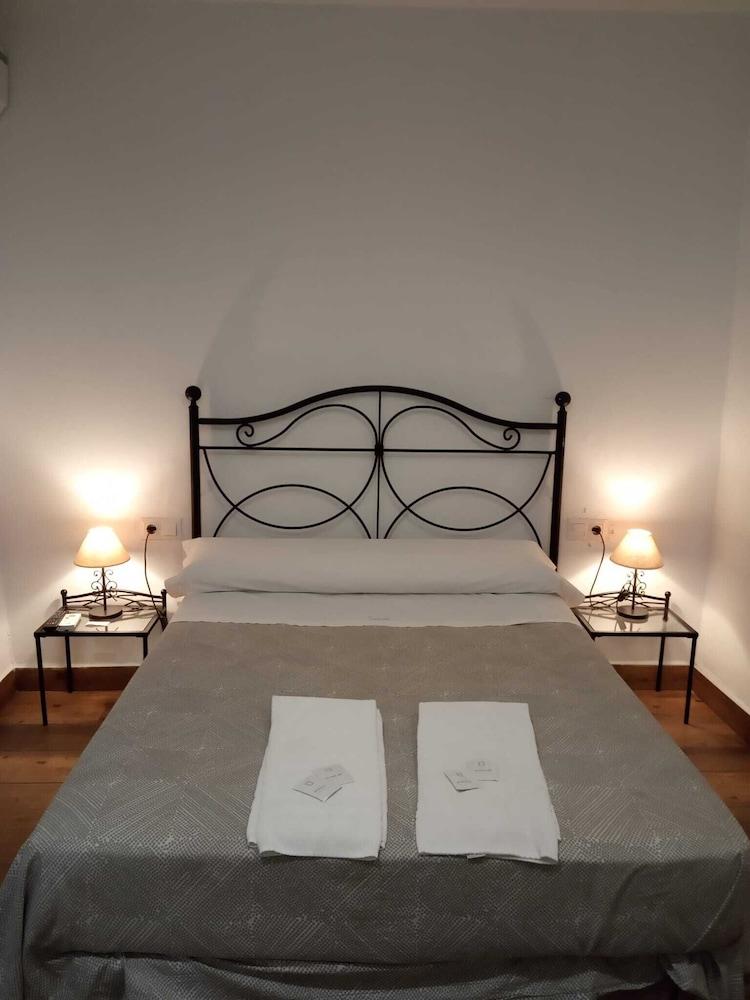 https://i.travelapi.com/hotels/12000000/11260000/11256300/11256235/90848ce2_z.jpg