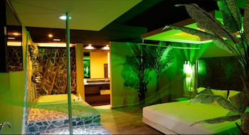 Suite Jungla with Round Bed