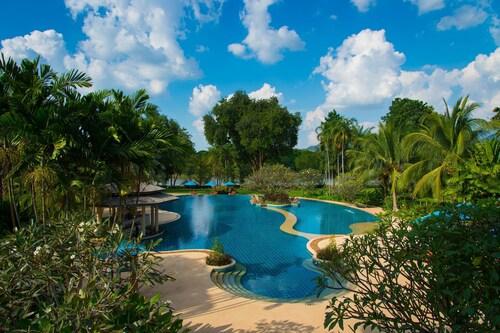 . Dheva Mantra Resort