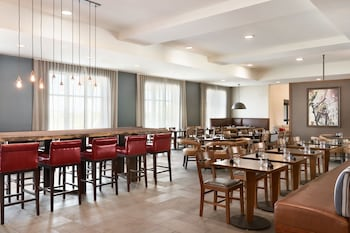 Fargo Vacations - Four Points by Sheraton Fargo - Property Image 1