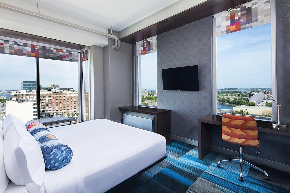 Savvy, Room, 2 Queen Beds