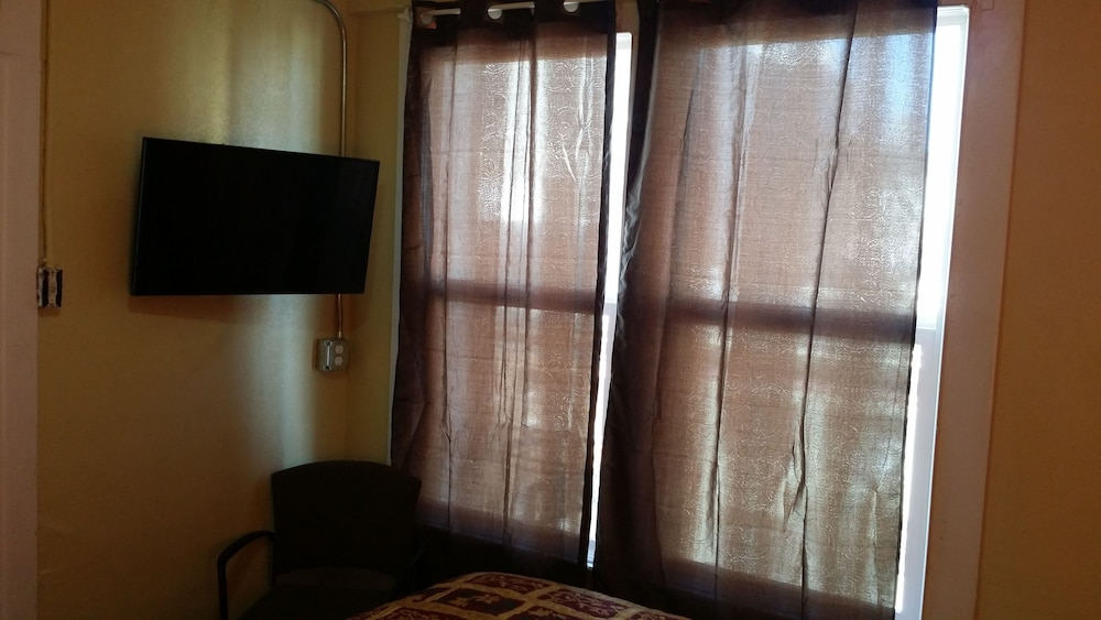Deluxe Room, 2 Twin Beds, Shared Bathroom