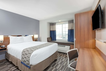 Guestroom at Microtel Inn & Suites By Wyndham Philadelphia Airport Ridley in Ridley Park