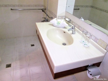 Marco Hotel Cagayan de Oro Bathroom Sink