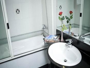 Hoang Vinh Hotel - Bathroom  - #0