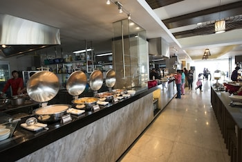 Newton Plaza Hotel Baguio Buffet