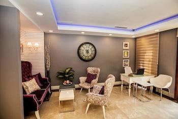 Raymond Blue Hotel - Lobby Sitting Area  - #0